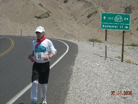 Arthur Webb running in the Badwater Ultramarathon ...