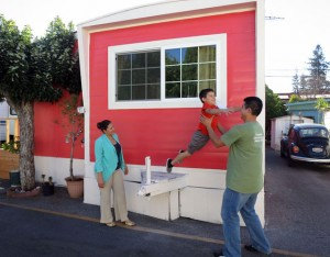 Erika Escalante Saul Bracamontes And Their Son Andre Live At The Buena Vista Mobile Home