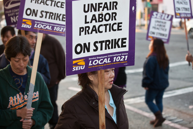 BART workers picket at the system's Lake Merritt station in Oakland. (Deborah Svoboda/KQED)