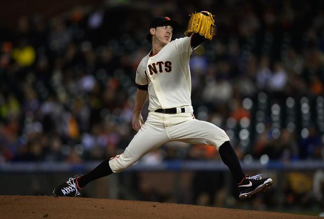 San Francisco Giants Re-Sign Pitcher Tim Lincecum