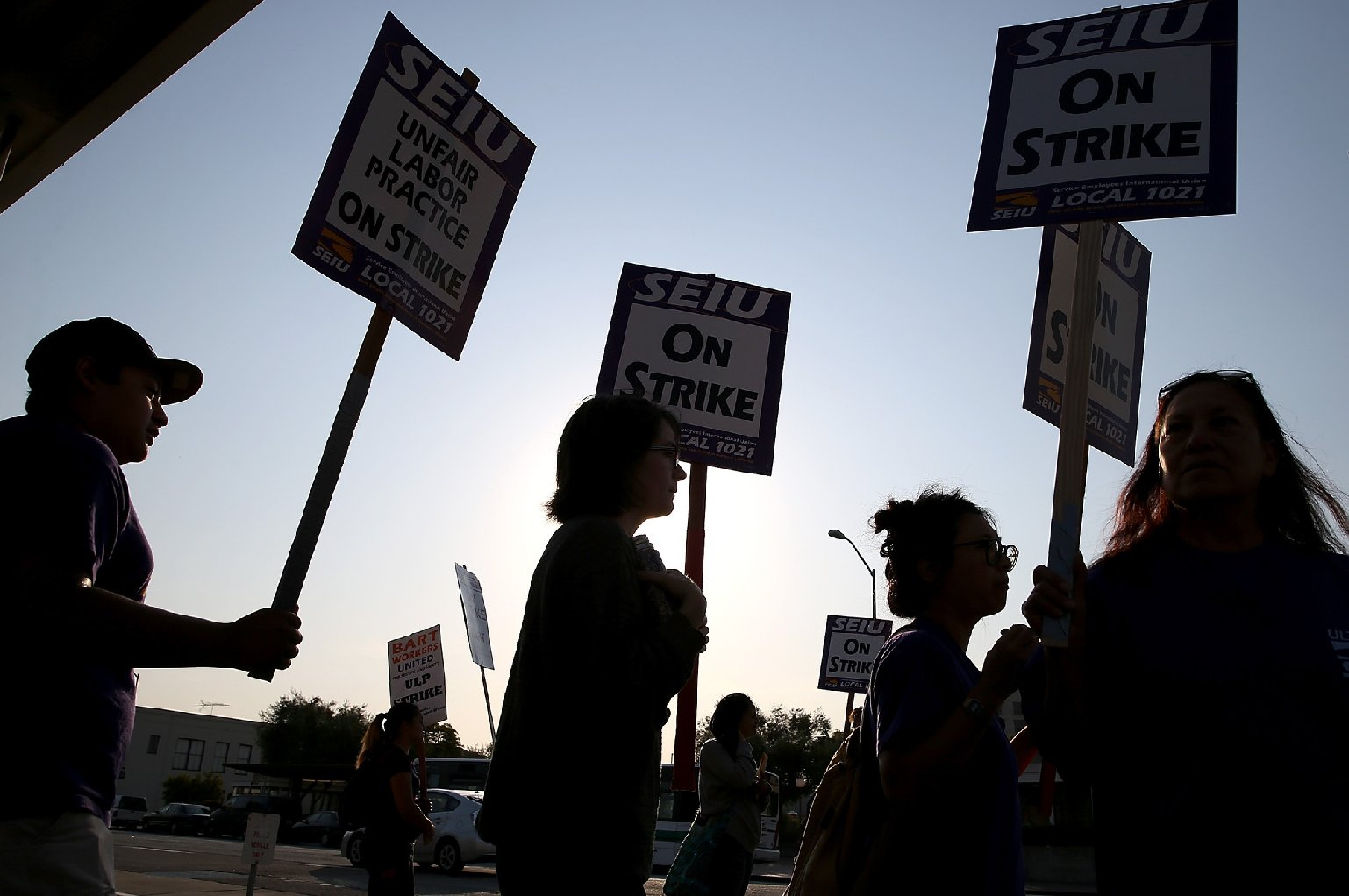 BART workers picket in Oakland during July strike. (Justin Sullivan/Getty Images)
