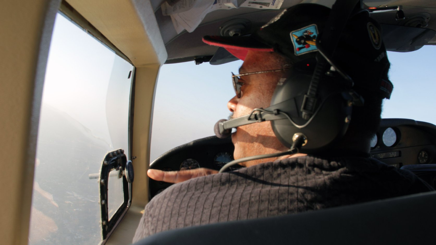 Aviators Take to Bay Area Skies to Honor Mandela | News Fix