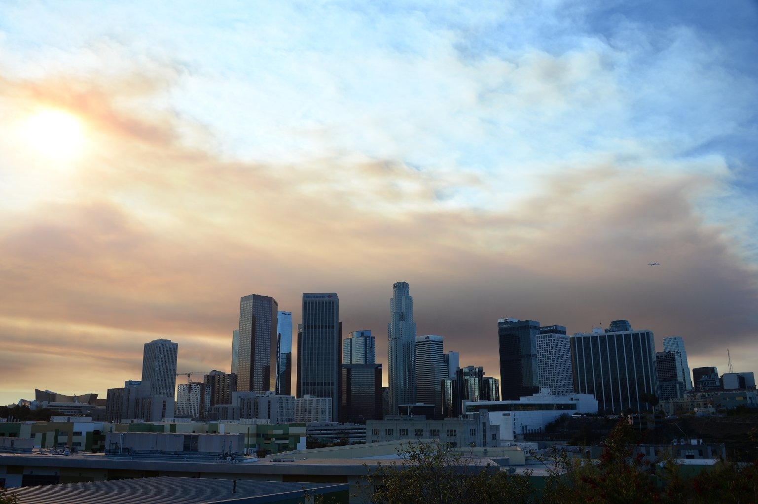 Smoke from a fire burning near the Los Angeles suburb of Glendora shrouds downtown. (Robyn Beck/AFP-Getty Images)