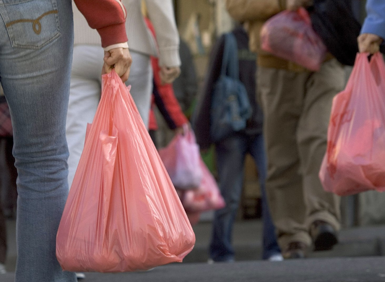 Shoppers in San Franicsco's Chinatown with plastic bags. (David Paul Morris/Getty Images)