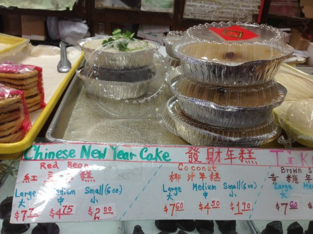 The window of the Eastern Bakery on Grant Avenue in San Francisco's Chinatown featured a Chinese New Year cake. (Patricia Yollin/KQED)
