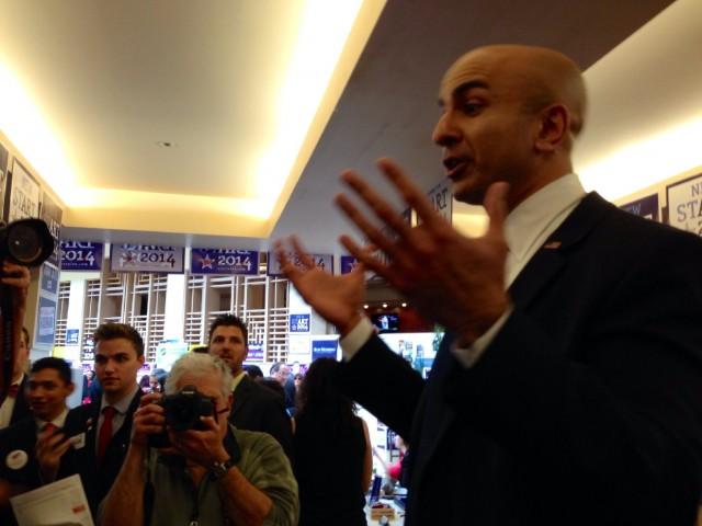 Former U.S. Treasury official Neel Kashkari speaks to campaign volunteers. (Scott Detrow)