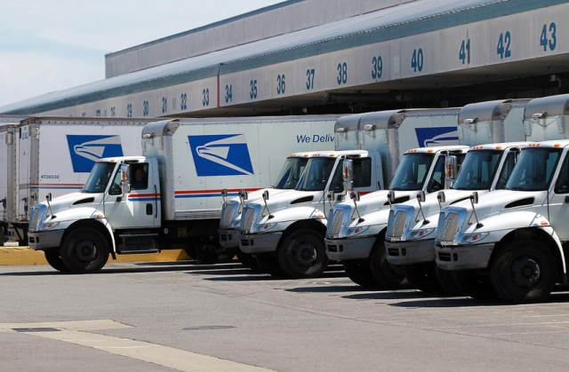 Extended hours at post offices are over, but they're still offering late curbside drop-off. (Justin Sullivan/Getty Images)