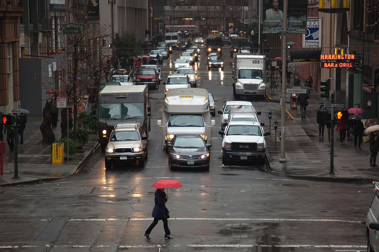 Pedestrian and traffic in San Francisco's Financial District. (Mark Andrew Boyer/KQED).