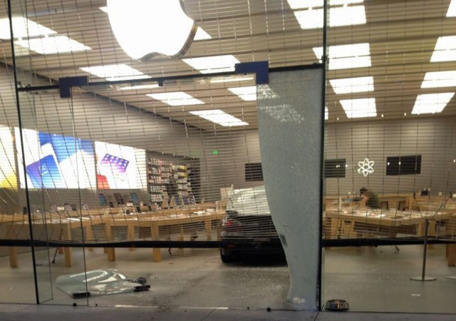 apple-store-crash