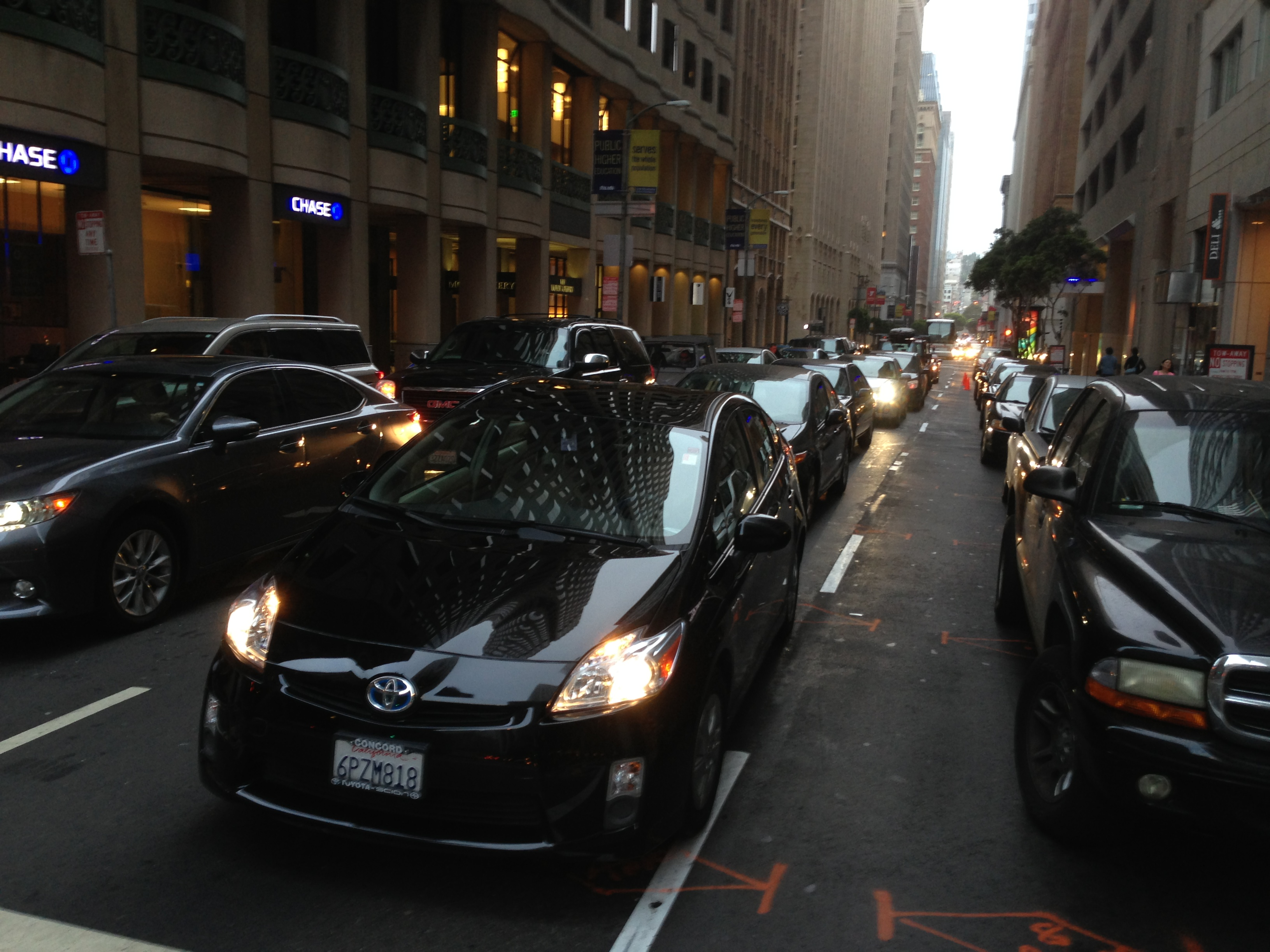 Southbound traffic clogs Montgomery Street in downtown San Francisco on Thursday night, June 5, 2014. (Patricia Yollin/KQED)