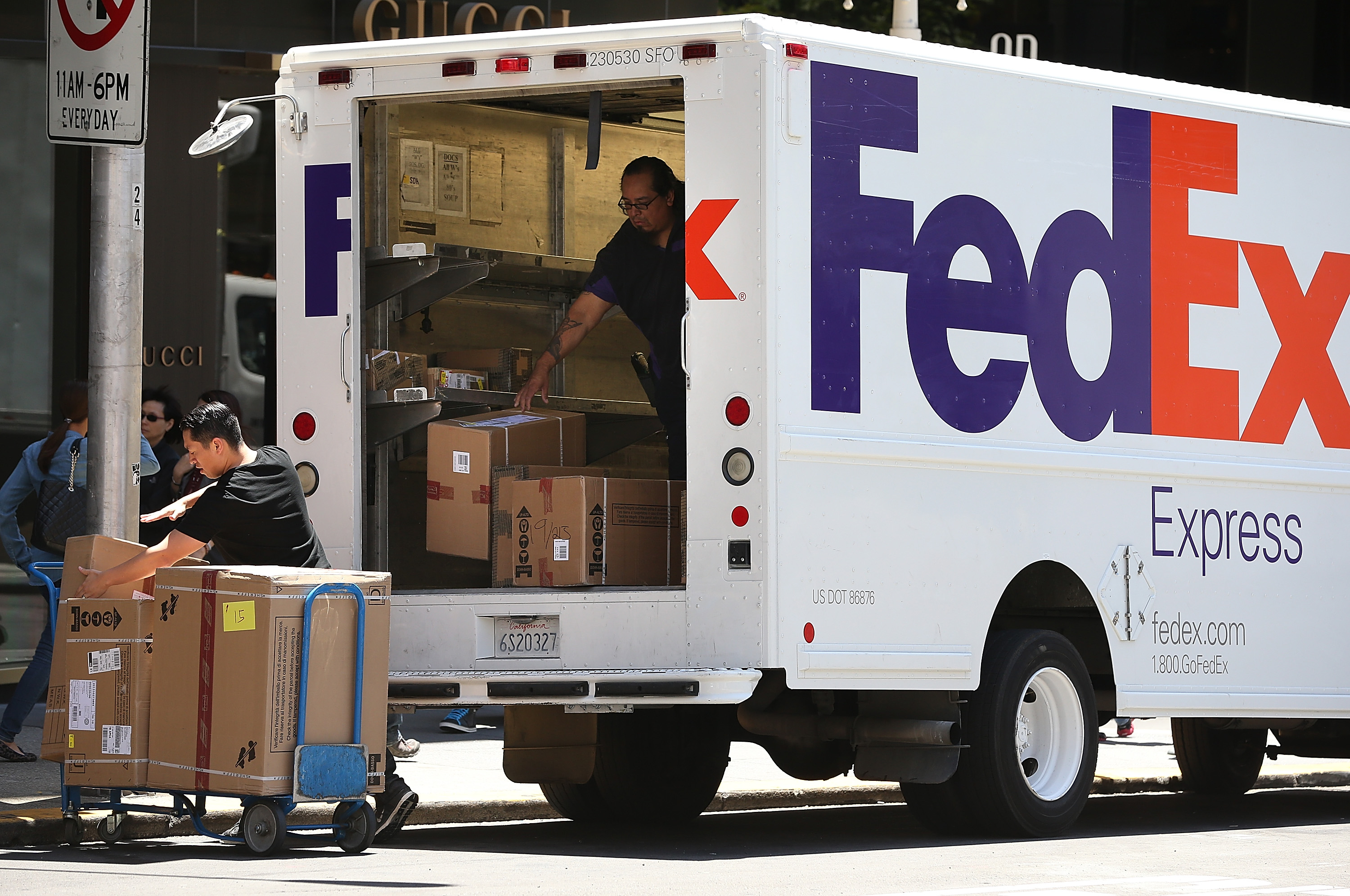FedEx workers complained about delivering packages from online pharmacies. (Justin Sullivan/Getty Images)