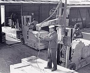 Sailors loading munitions at Port Chicago. (National Park Service)