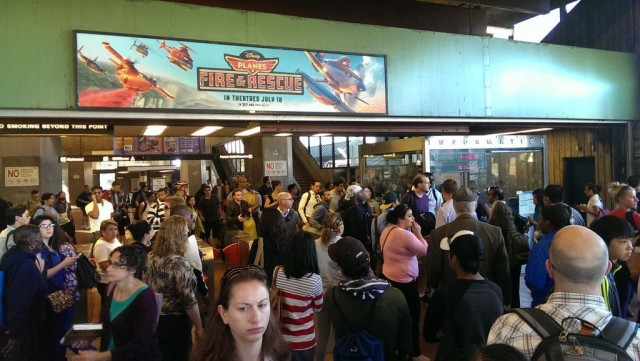The crowd at Oakland's Fruitvale Station amid major BART delays Friday morning. (@CALencioni/Twitter).