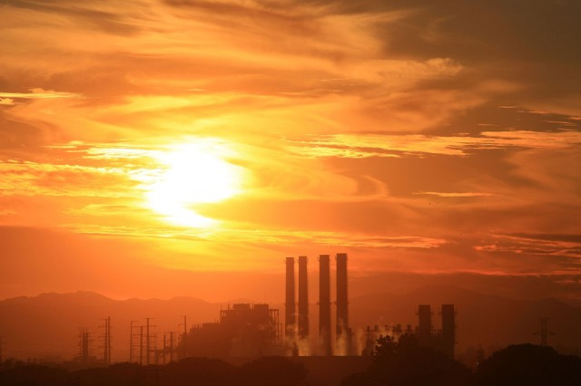 The Department of Water and Power San Fernando Valley Generating Station is seen in December 2008 in Sun Valley, Calif. (David McNew/Getty Images)