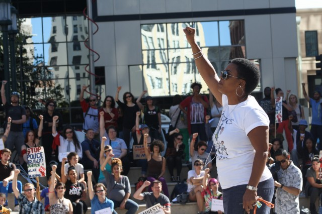 Jeralynn Blueford speaks to the crowd at an Oakland vigil for people killed by police on Aug. 14. (Alex Emslie/KQED)
