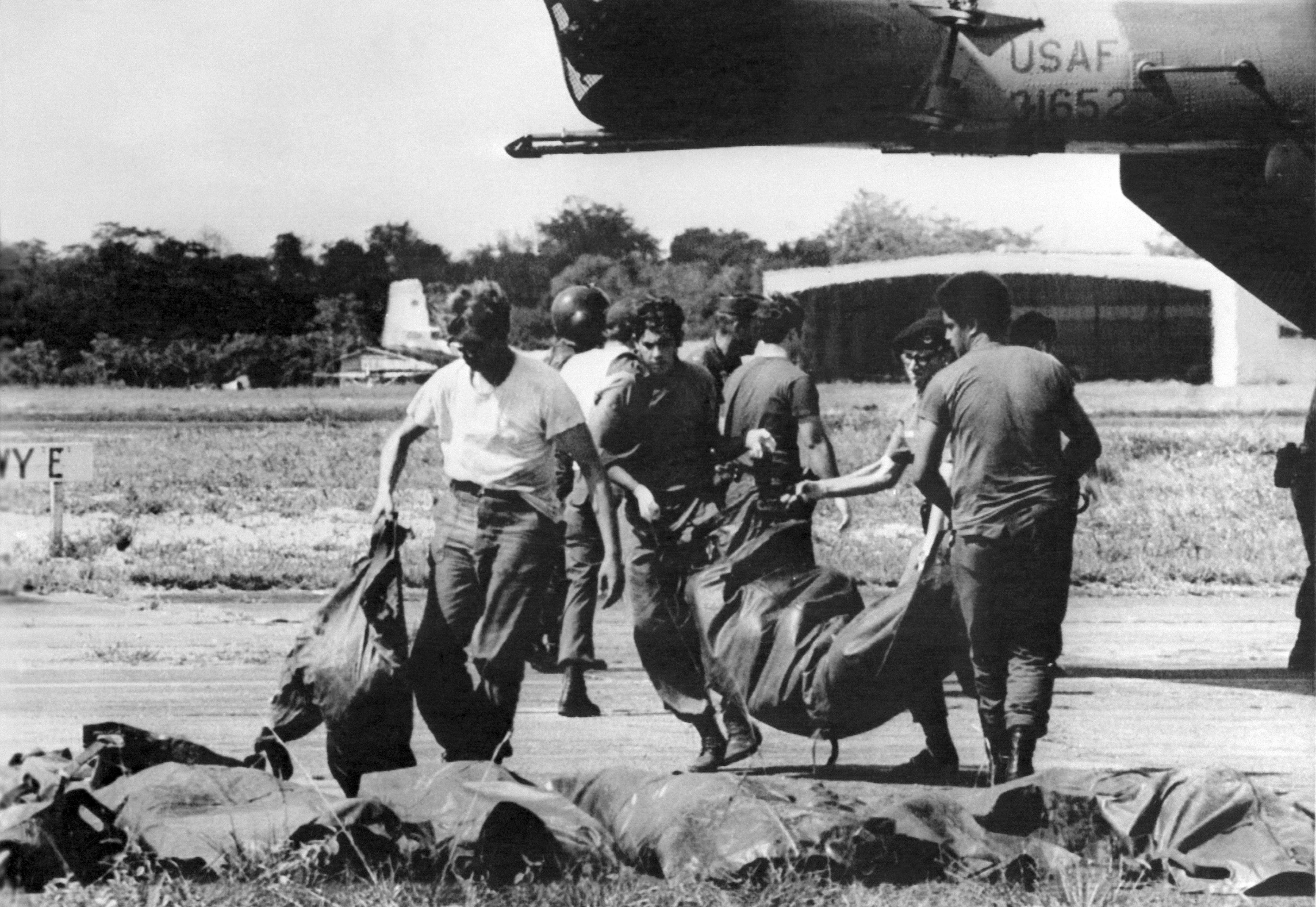 U.S. military personnel remove bags containing bodies in the mass Jonestown suicide in November 1978 in Guyana. (AFP/Getty Images)