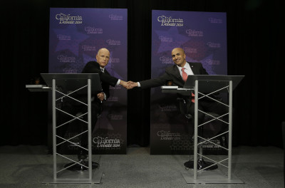 Gov. Jerry Brown, left, shakes hands with Republican challenger Neel Kashkari as they pose for photographs before a gubernatorial debate in Sacramento, Calif., Thursday, Sept. 4, 2014. (AP Photo/Rich Pedroncelli, Pool)