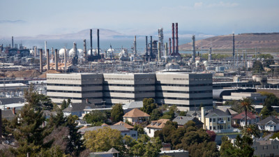 The Chevron Oil Refinery in Richmond, near businesses and housing. (Deborah Svoboda/KQED)