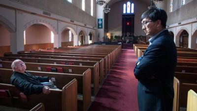 Korean War veteran Bill McInroe (seated) and Pastor John Yoon at First United Methodist Church in Riverside. (Douglas McCulloh)