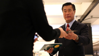 State Senator Leland Yee greets commuters as he campaigns for mayor on November 8, 2011 in San Francisco. (Justin Sullivan/Getty Images)