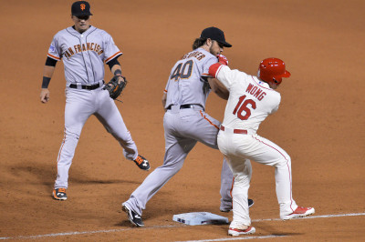 Madison Bumgarner of the San Francisco Giants tags Kolten Wong of the St. Louis Cardinals out in the seventh inning during Game One of the National League Championship Series at Busch Stadium on October 11, 2014 in St Louis. (Michael Thomas/Getty Images)