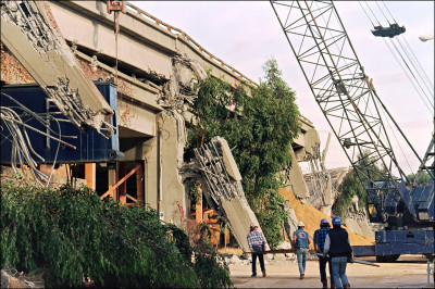 Workers at the site of the wrecked Cypress Freeway in West Oakland after the Loma Prieta earthquake. (Chris Wilkins/AFP)