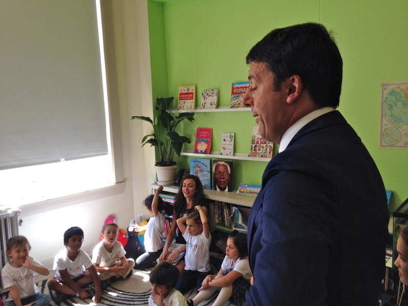 Italian Prime Minister Matteo Renzi visits students at La Scuola in San Francisco. (Patricia Yollin/KQED)