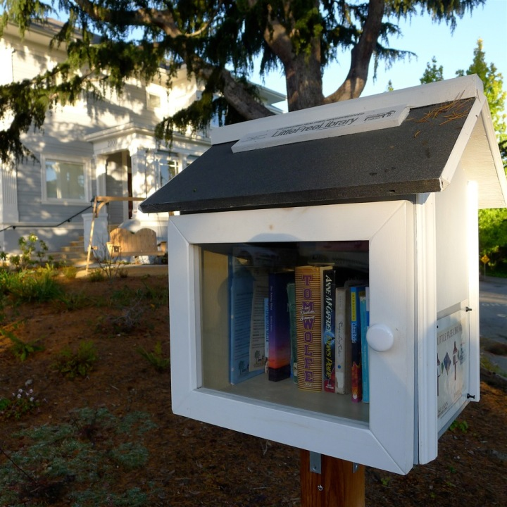 A Little Free Library in Berkeley, on Yolo Avenue near Milvia, one of at least 22 in the city. (Colleen Neff/Berkeleyside)