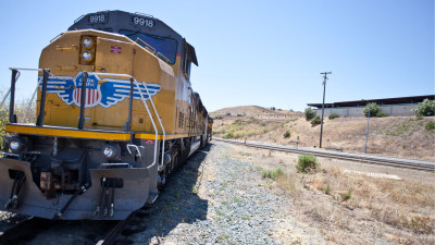 Union Pacific owns the tracks that would deliver crude oil to the Valero refinery in Benicia. (Deborah Svoboda/KQED)