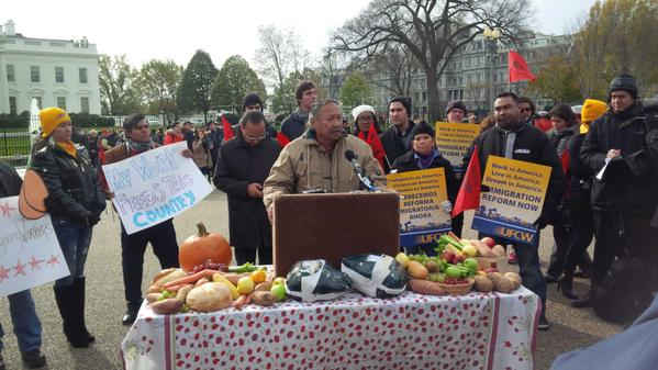 United Farmworkers President Arturo Rodriguez at mock Thanksgiving feast in Lafayette Park, across from the White House. (Courtesy UFW)