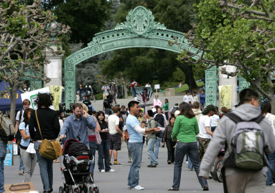 UC Berkeley students walk through Sproul Plaza. (Justin Sullivan/Getty Images)