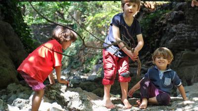 kids-play-in-creek