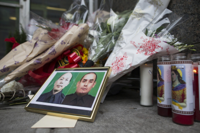 A street memorial for two New York City police officers ambushed and shot to death over the weekend.  (Michael Graae/Getty Images)