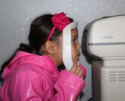 """San Jose student receives eye exam from nonprofit """"Vision to Learn."""" (Jane Meredith Adams/EdSource Today)"""