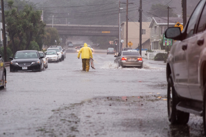 Flooding in Pacifica early Thursday morning on Clarendon Road. (Steve Byrne/KQED)