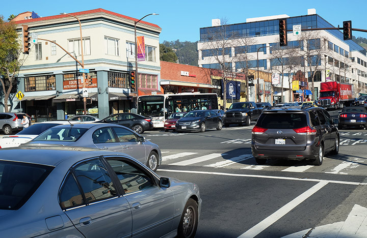 Traffic stopped in all directions before proceeding at the intersection of University Avenue and Martin Luther King Jr. Way because of a power outage in the area affecting thousands of customers in Berkeley on Tuesday.