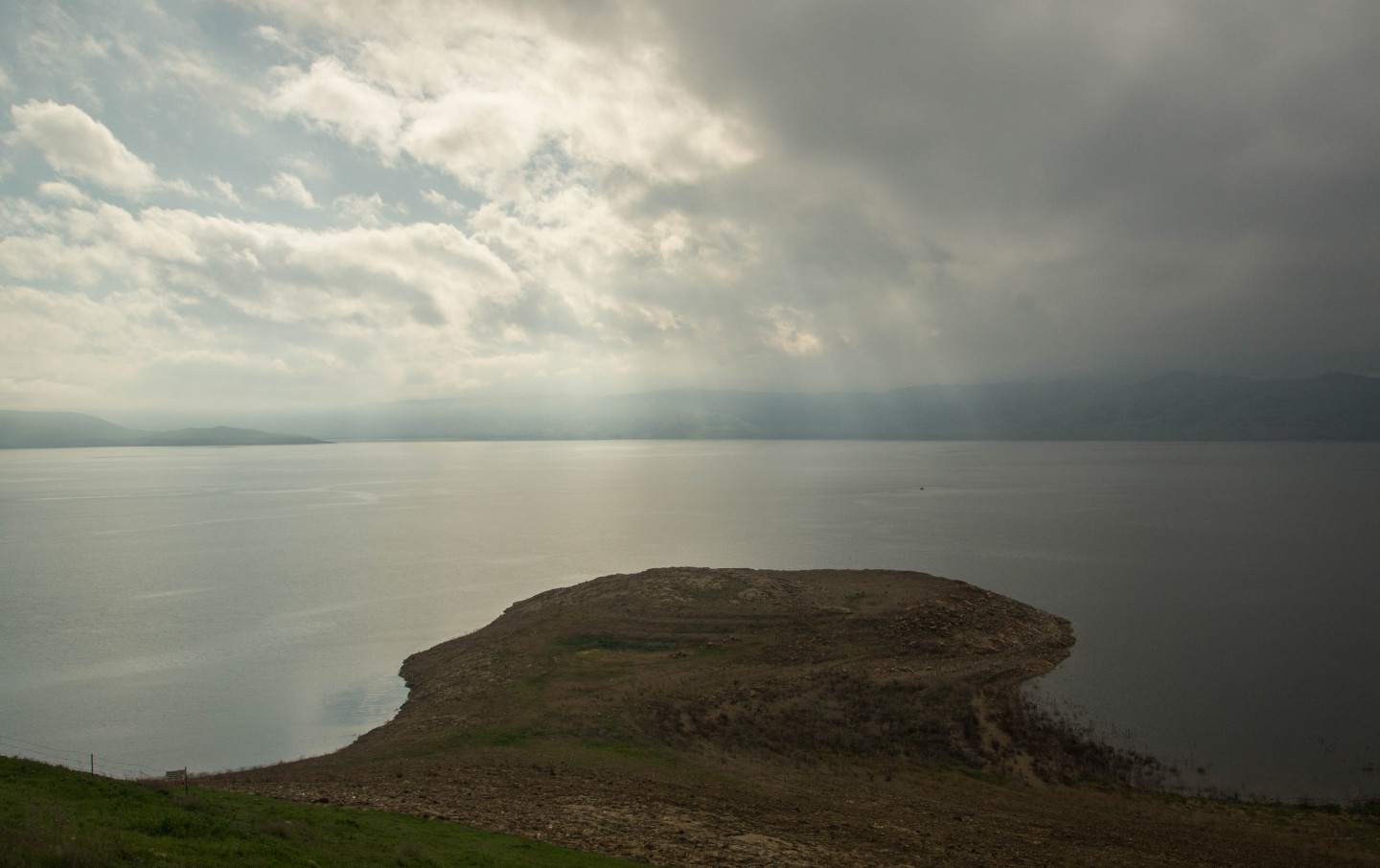 San Luis Reservoir, on the edge of the San Joaquin Valley west of Los Banos, holds nearly double the volume of water it did in late February 2014.  Dan Brekke/KQED