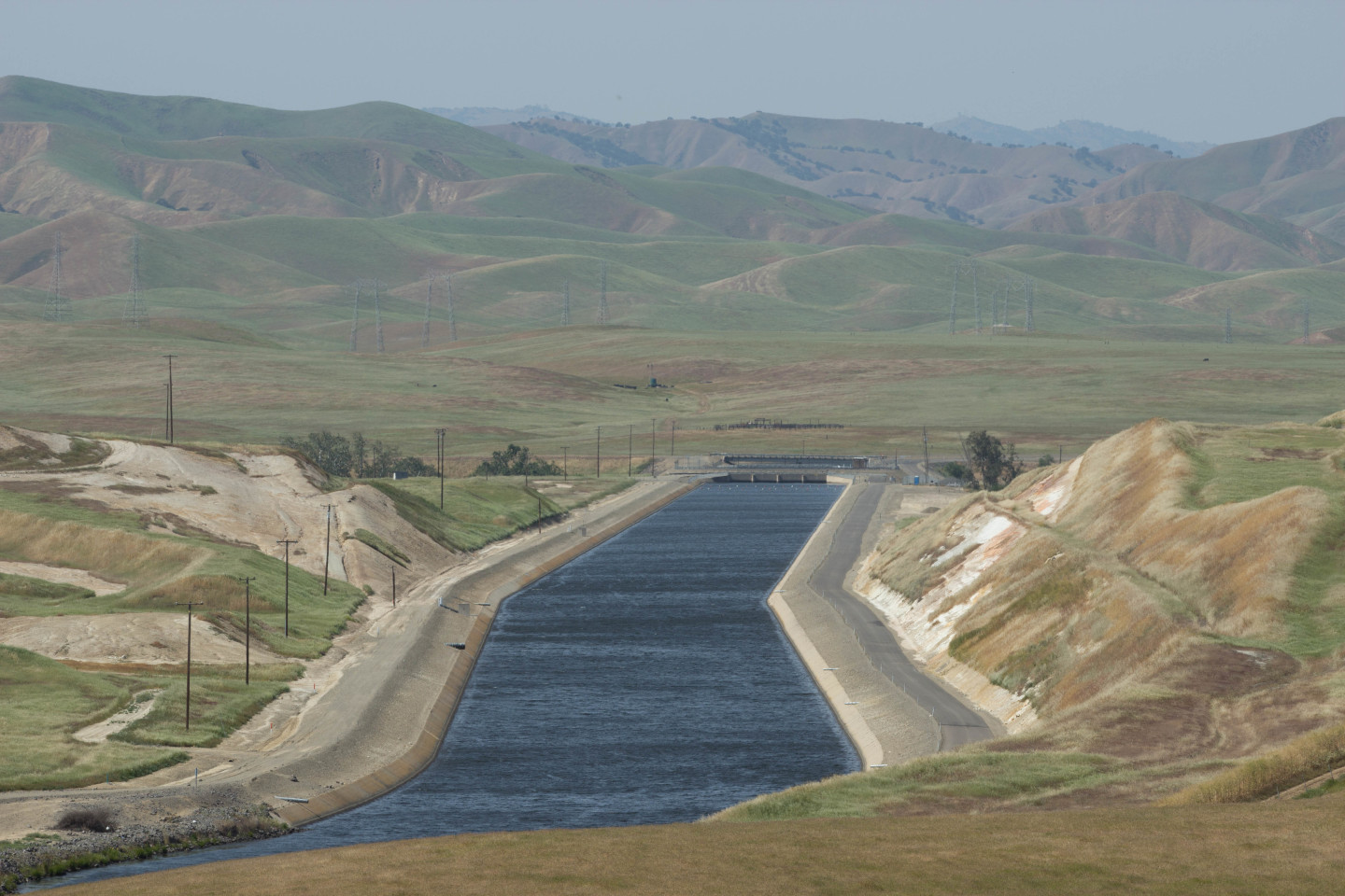 The California Aqueduct as it winds its way south through the San Joaquin Valley.  Dan Brekke/KQED