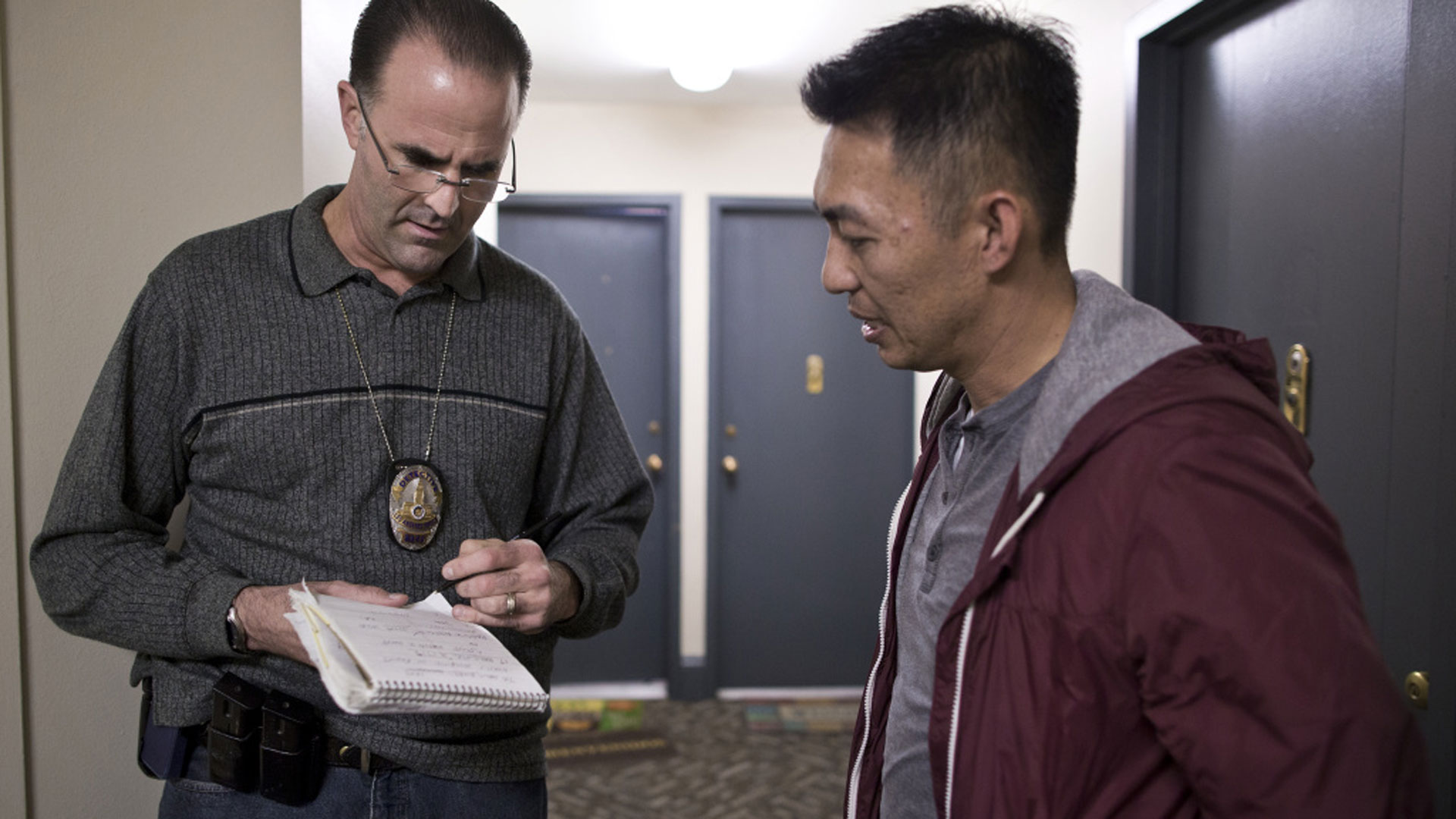 Detective Jim Hoffman (L) checks in with Officer Dennis Nguyen during a call at Park La Brea Apartments on Dec. 11, 2014. Nguyen and Hoffman are part of the LAPD's Mental Evaluation Unit.