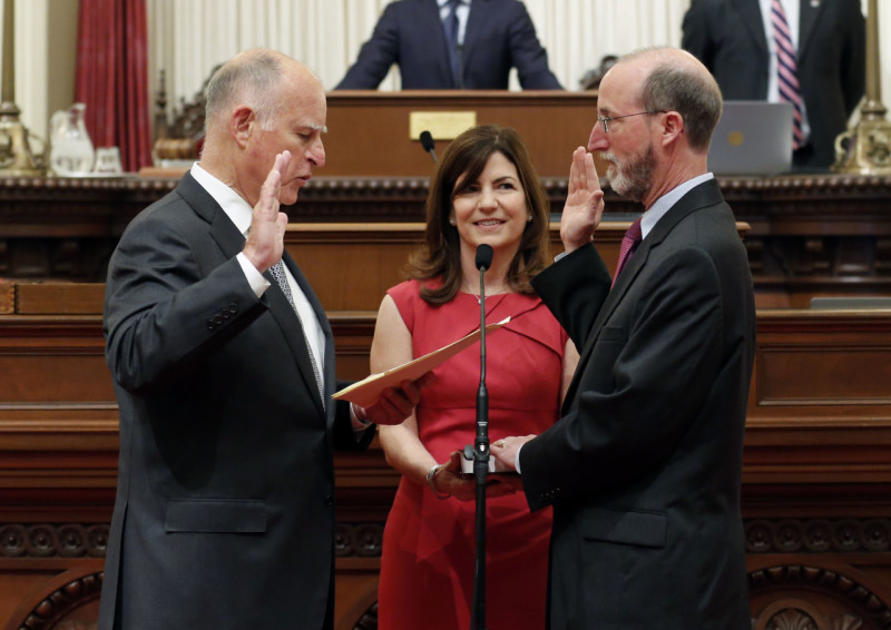 Sen. Steve Glazer, D-Orinda, takes the oath of office from Gov. Jerry Brown on May 28, 2015.
