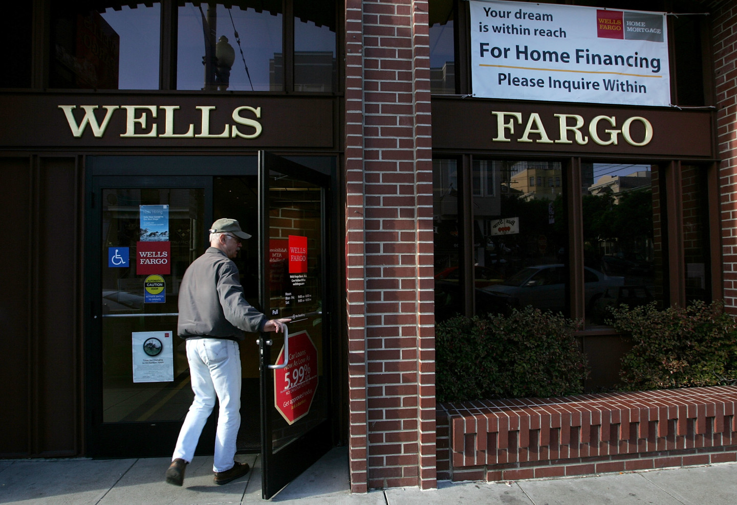 l a lawsuit accuses wells fargo of fraud the california report kqed news. Black Bedroom Furniture Sets. Home Design Ideas