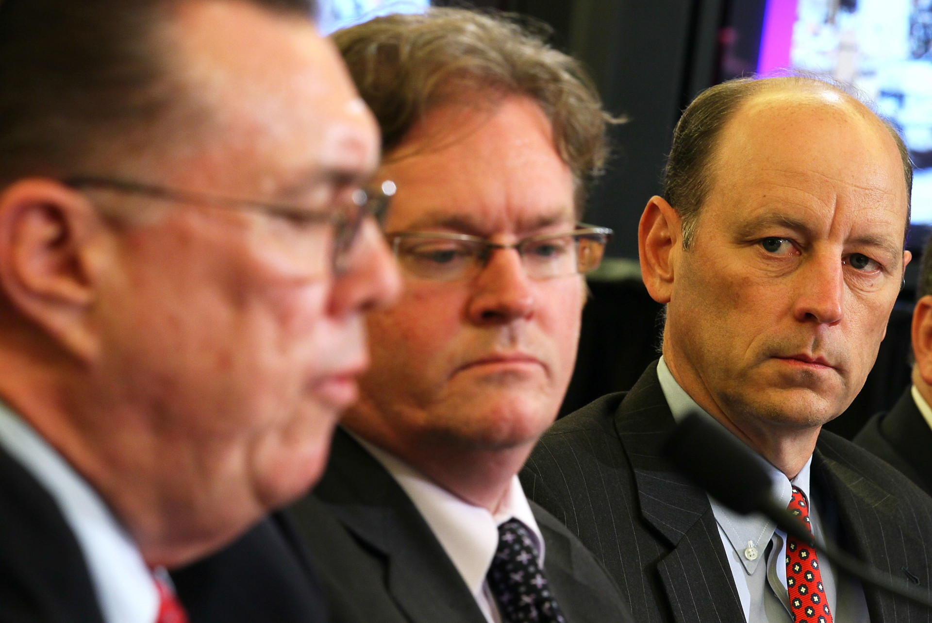 Former California Public Utilities Commission Executive Director Paul Clanon (center) sits between San Bruno Mayor Jim Ruane and PG&E President Chris Johns at a September 28, 2010 Senate committee hearing.