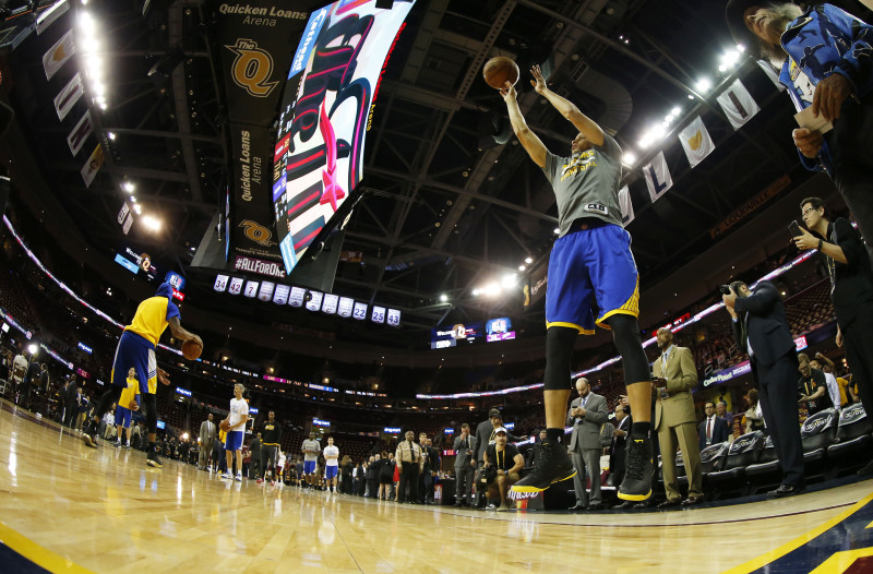 Stephen Curry warms up prior to Game Six of the 2015 NBA Finals against the Cleveland Cavaliers at Quicken Loans Arena in Cleveland, Ohio. (Ezra Shaw/Getty)