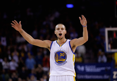 Stephen Curry tries to get the crowd louder during the fourth quarter of their game against the Houston Rockets at ORACLE Arena on December 10, 2014. (Ezra Shaw/Getty Images)
