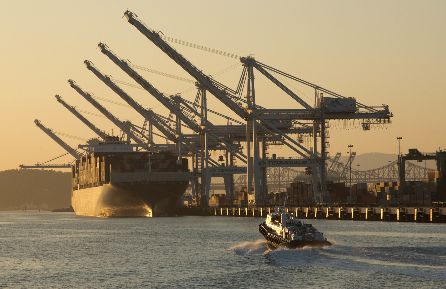West Coast Dockworkers and Shippers Set to Discuss Contract Extension