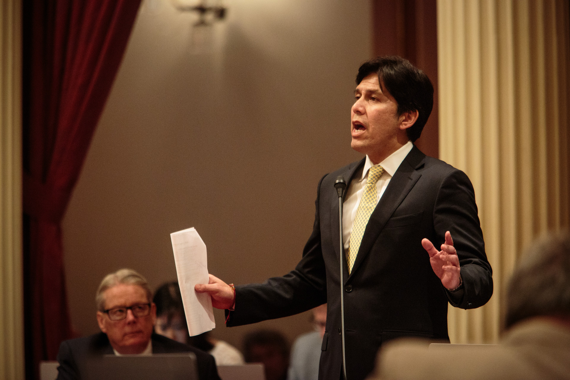 Senate leader Kevin de León says cap-and-trade money can't be spent on highways.