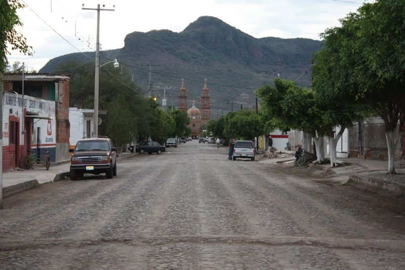 Street view of Margaritas, Jalisco, with Our Lady of the Assumption Church at the end.