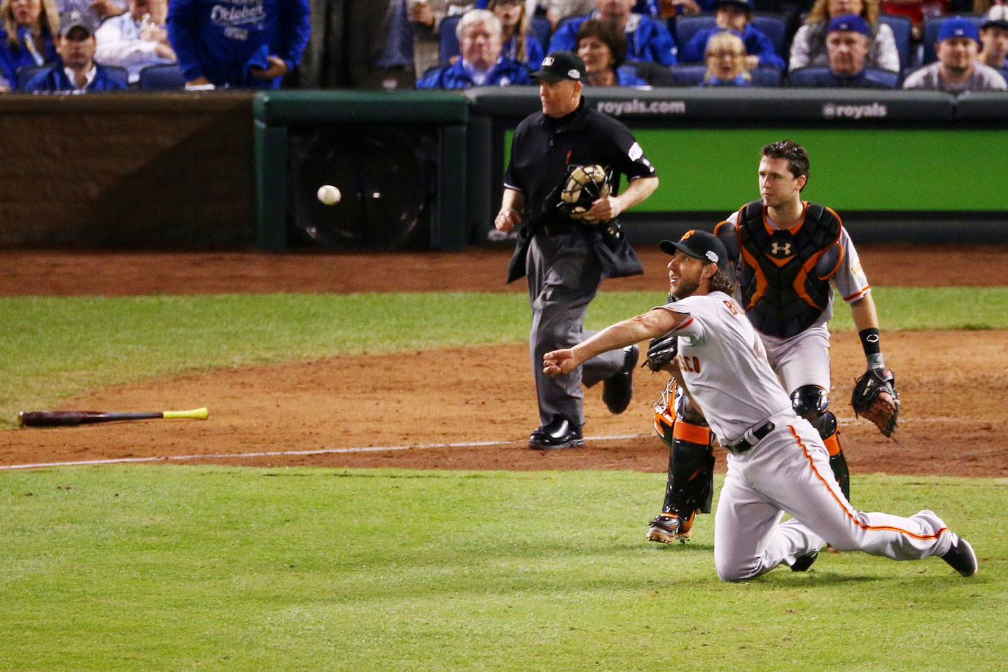Madison Bumgarner throws out Eric Hosmer in the bottom of the sixth. (Elsa/Getty Images)