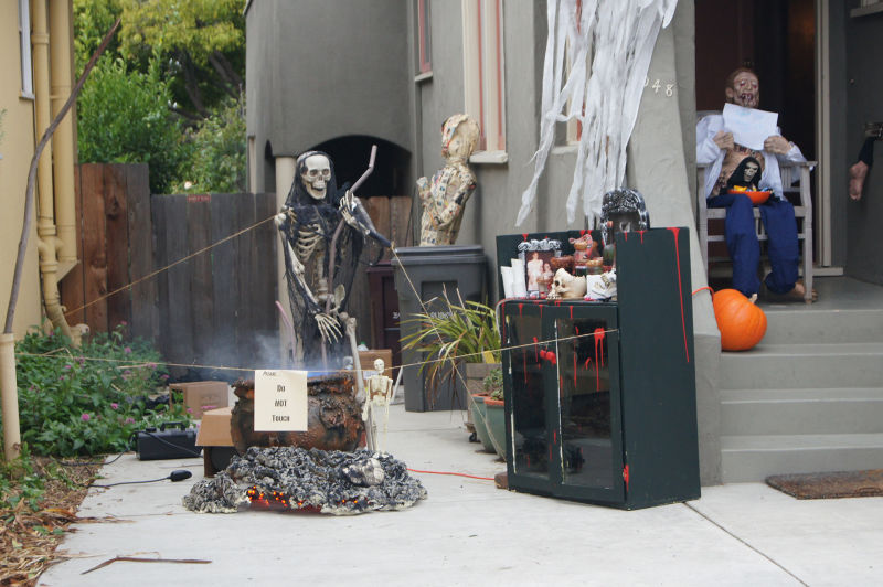 Gary Kratkin claims his five-year-old son was spooked by Albany Haunt's scary displays.