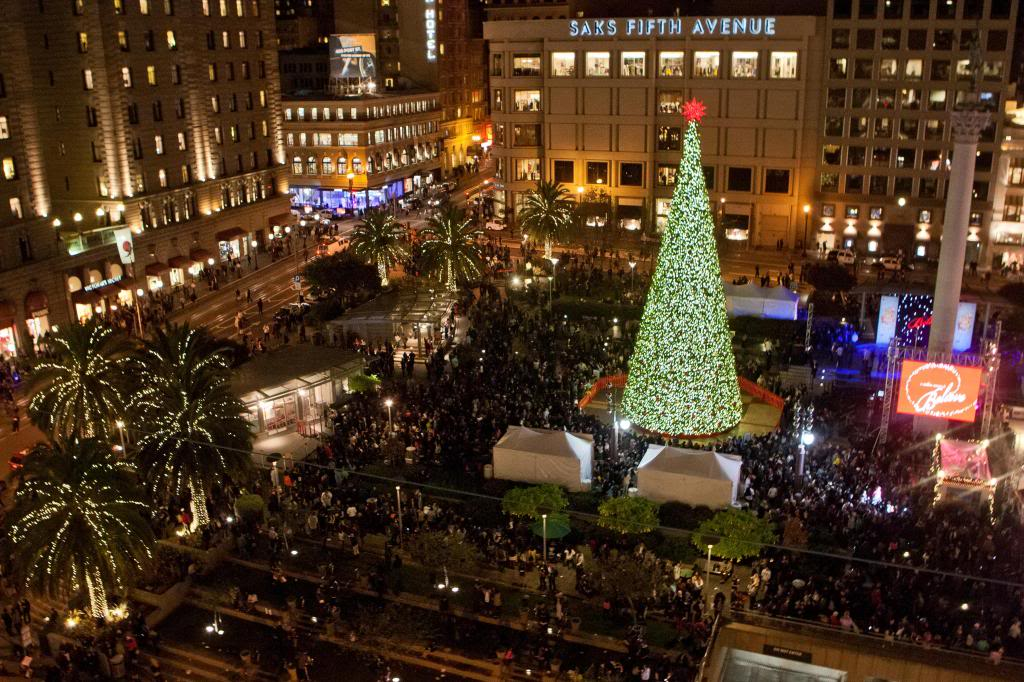 how the 86 foot tall union square christmas tree is built bay curious news fix kqed news